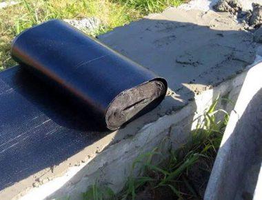 гидроизоляция фундамента перед сборкой сруба