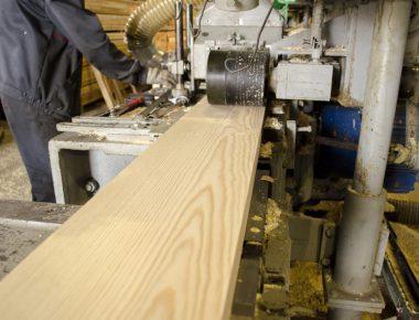 строгание сухой доски на производстве клееного бруса