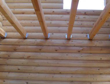 установка балок на опоры бруса в доме из бревна