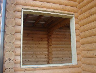установка обсадных коробок в дом из оцилиндрованного бревна