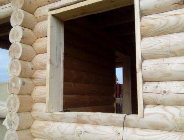 устройство обсадных коробок в доме из бревна